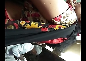 real desi aunty saree side hip show