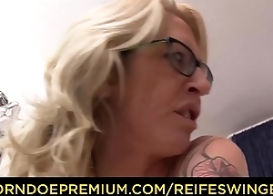 REIFE SWINGER - Amateur German porn with blonde cougar in her 40s with tattoos and glasses