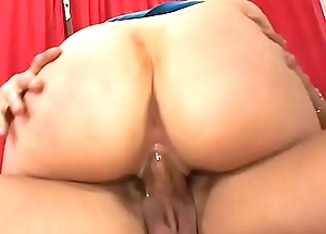 Horny guy eats sexy milf slut Cassidy Blue pussy on couch