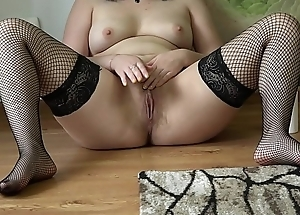 Brunette with a juicy ass fucking hairy pussy with a bottle, amateur masturbation on the floor.