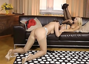 Bigtitted UK mature queening lesbo cutie