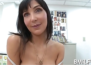 Sexy mother i&#039_d like to fuck sits down on biggest ramrod and gives a ride