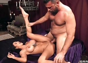 Latina diva nailed by hung stranger by means of party