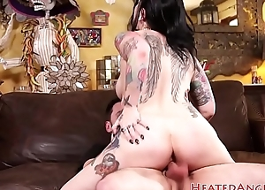 Punk babe gets doggystyled and pussylicked