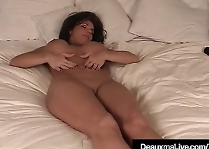Texas Cougar Deauxma Gets Naked &amp_ Shows Off The brush Feet &amp_ Soles