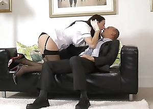 English mature beauty seduces random stranger
